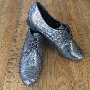 Forever 21 Pewter Silver Sparkle Oxford Shoes